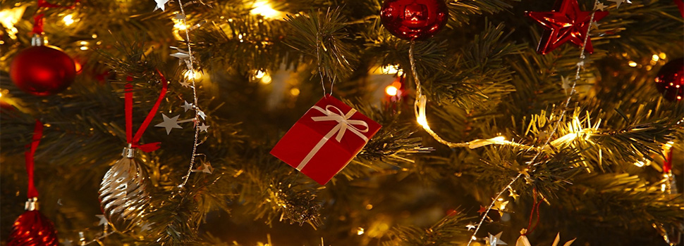 our top tips on decorating your christmas tree feature image